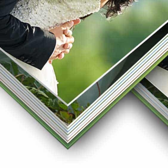 Ein Hochzeitsbuch mit dicken Seiten wirkt besonders hochwertig.